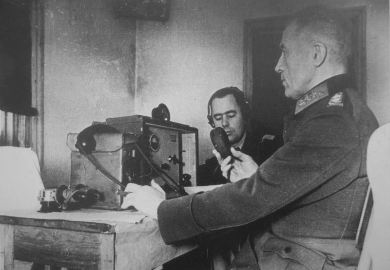 Пленный немецкий генерал, председатель «Союза немецких офицеров» Вальтер фон Зейдлиц-Курцбах обращается к частям немецкой армии в «Черкасском котле» с призывом сложить оружие. Февраль 1944 г.
