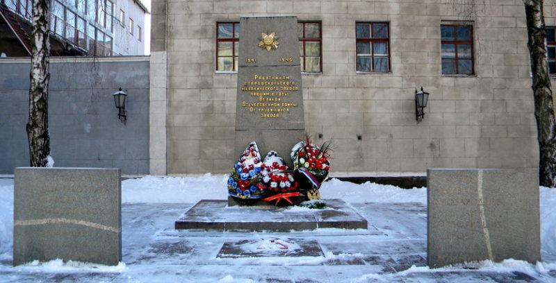 г. Старый Оскол. Памятник 72 работникам механического завода, погибшим в годы войны.