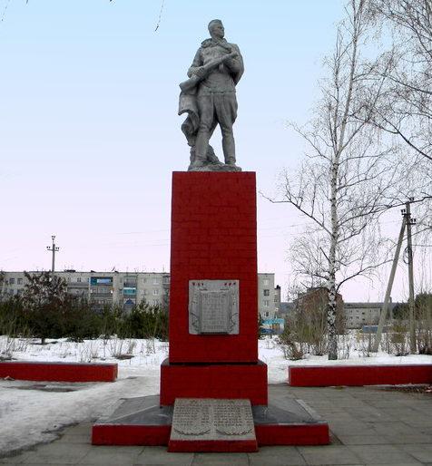 г. Новый Оскол. Памятник по улице Ливенской, установленный на братской могиле, в которой похоронено 103 советских воина, в т.ч. 76 неизвестных.