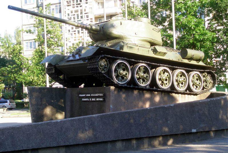 г. Калининград. Памятник воинам-танкистам.
