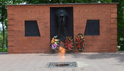 г. Старый Оскол. Памятный знак жертвам фашизма, установленный в парке Воинской славы.