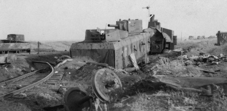 Советский бронепоезд «За Родину!», разбитый немецкой авиацией в районе Ворошиловграда. 17 июля 1942г.