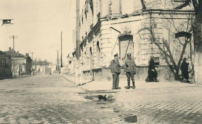 Улицы города во время немецкой оккупации. 1942 г.