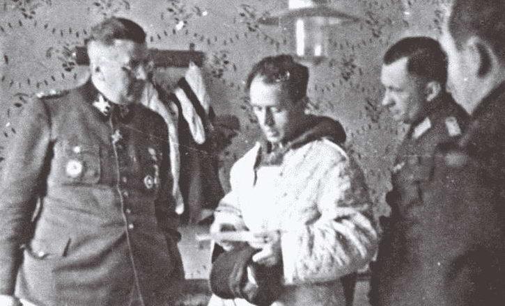 Немецкие офицеры во время обороны города. Февраль 1944 г.