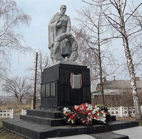 г. Старый Оскол. Памятник на пересечении улицы Победы и улицы Индустриальной, установленный на братской могиле, в которой похоронено 213 советских воинов, погибших в 1943 году.