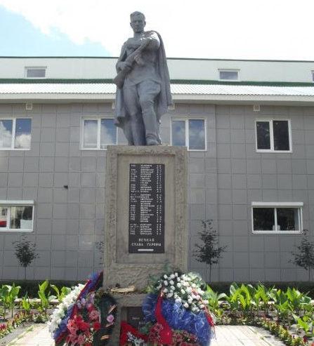 г. Старый Оскол. Памятник на проспекте Комсомольском 73, установленный на братской могиле, в которой похоронено 813 советских воинов, в т.ч. 666 неизвестных, погибших в 1943 году.