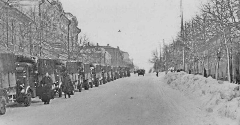 Колонна немецкой техники. Февраль 1943 г.