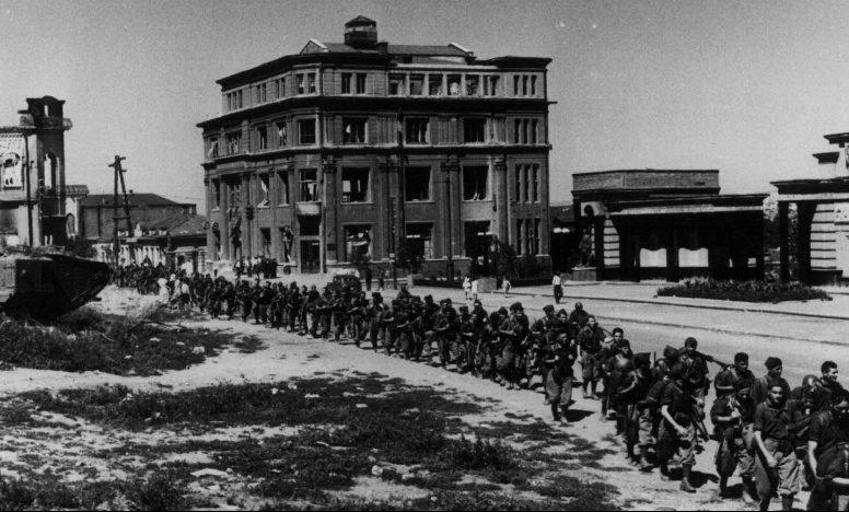 Итальянские солдаты на улице Карла Маркса. Июль 1942 г.