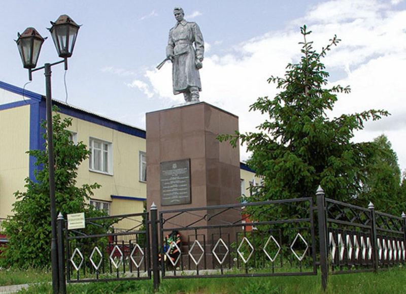 с. Старая Безгинка Новооскольского р-на. Памятник по улице Покровской, установленный на братской могиле, в которой похоронено 6 советских воинов, погибших в 1943 году.