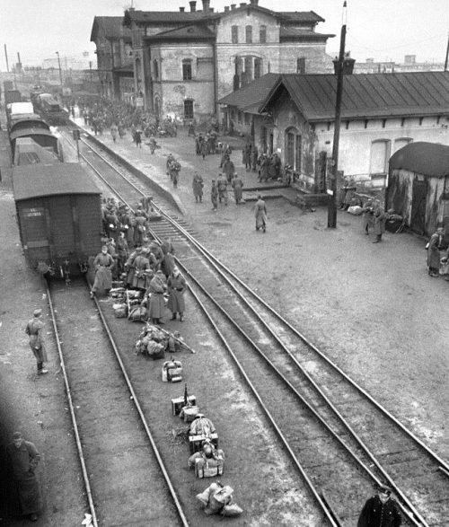 Вокзал. 1943 г.