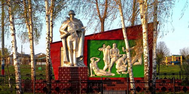 с. Тростенец Новооскольского р-на. Памятник воинам-землякам, погибшим в годы войны.