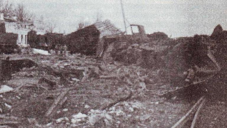 Разрушенный вокзал и район станции. 1944 г.