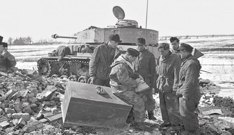Солдаты дивизии СС «Викинг» у Ковеля. Март 1944 г.