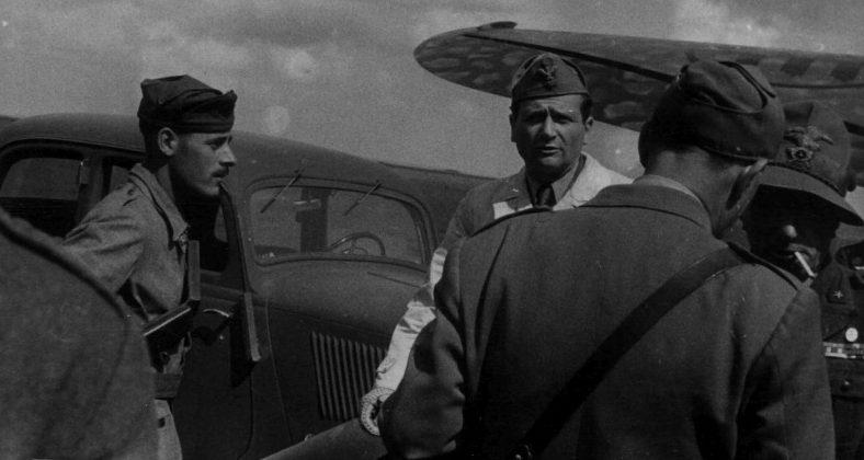 Итальянские войска на городском аэродроме. Август 1942 г.