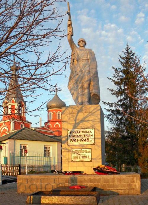 п. Шараповка Новооскольского р-на. Памятник по улице Дорожной 2а, установленный на братской могиле, в которой похоронено 9 советских воинов, погибших в 1943 году.