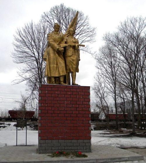 с. Беленихино Прохоровского р-на. Памятник по улице Ватутина 1, установленный на братской могиле, в которой похоронено 998 советских воинов, погибших в 1943 году.