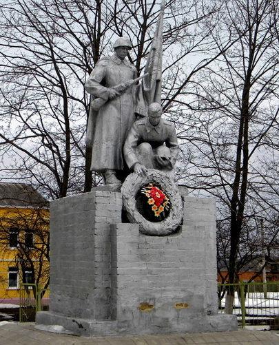 с. Беленихин Прохоровского р-на. Памятник по улице Ленина, установленный на братской могиле, в которой похоронено 944 советских воинов, погибших в 1943 году.