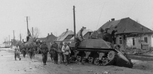 Немцы в Ковеле, после прорыва кольца окружения. Апрель 1944 г.