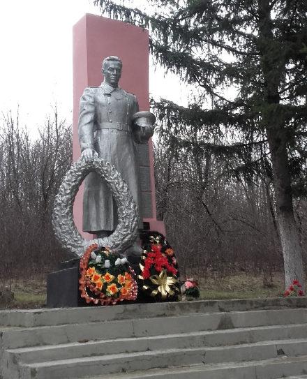 с. Шаталовка Старооскольского р-на. Памятник по улице Коммунальной 21, установленный на братской могиле, в которой похоронен 41 советских воинов, в т.ч. 11 неизвестных, погибших в 1943 году.