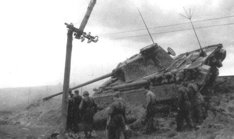 Обездвиженная Пантера под Ковелем. Июль 1944 г.