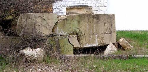 Артиллерийский ДОТ №36 у подножья холма Тюльку-оба для 45-мм орудия 21-К.