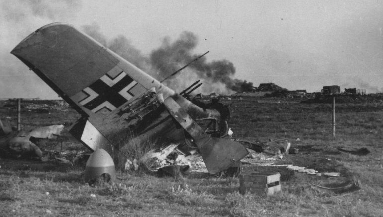Немецкий штурмовик на херсонском аэродроме. Март 1944 г.