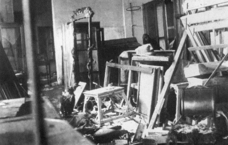 Зал Херсонского историко-краеведческого музея после освобождения. Март 1944 г.
