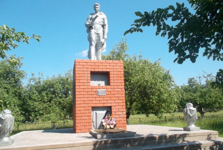 с. Лески Прохоровского р-на. Памятник по улице Адмирала Касатонова 4а, установленный на братской могиле, в которой похоронено 113 советских воинов, погибших в 1943 году.