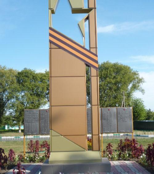 с. Малые Маячки Прохоровского р-на. Памятник по улице Центральной, установленный в честь погибших воинов-односельчан.