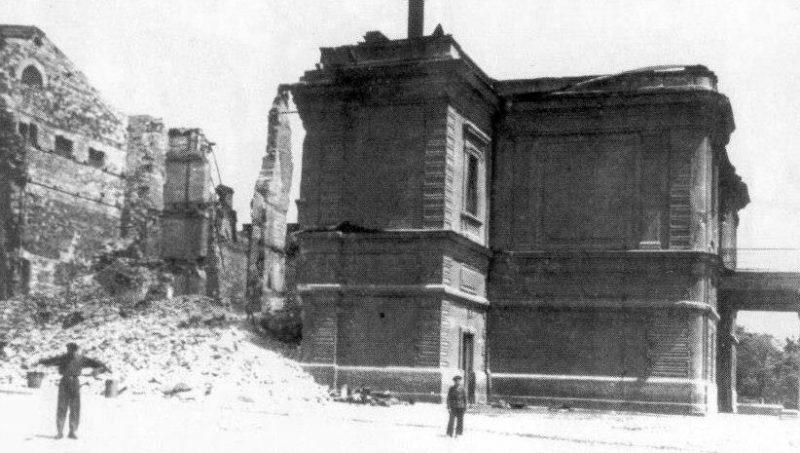 Разрушенный городской театр. Март 1944 г.