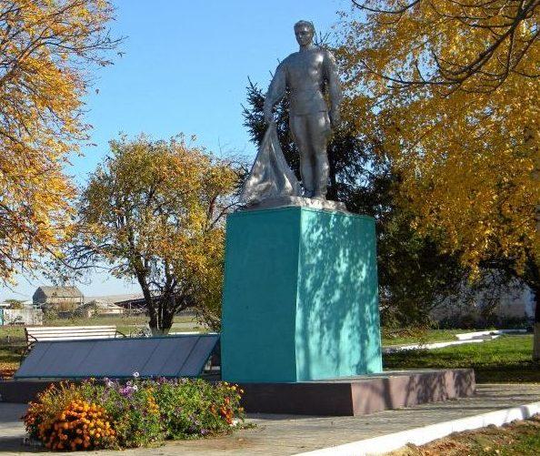 с. Плота Прохоровского р-на. Памятник по улице Центральной, установленный на братской могиле, в которой похоронен 451 советский воин, погибший в 1943 году.