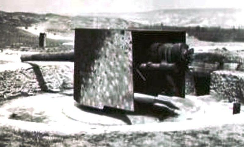 Артиллерийский ДОТ №60 в годы войны у дороги Фронтовое-Холмовка под 130-мм орудие.