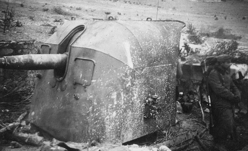 Артиллерийский ДОТ №63 у Мекензиевых высот под 100-мм орудие Б-24Б-М.