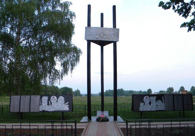 с. Призначное Прохоровского р-на. Памятник по улице Центральной, установленный в честь односельчан, погибших в годы войны.