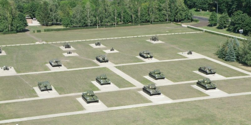 Общий вид выставочной площадки танкодрома.