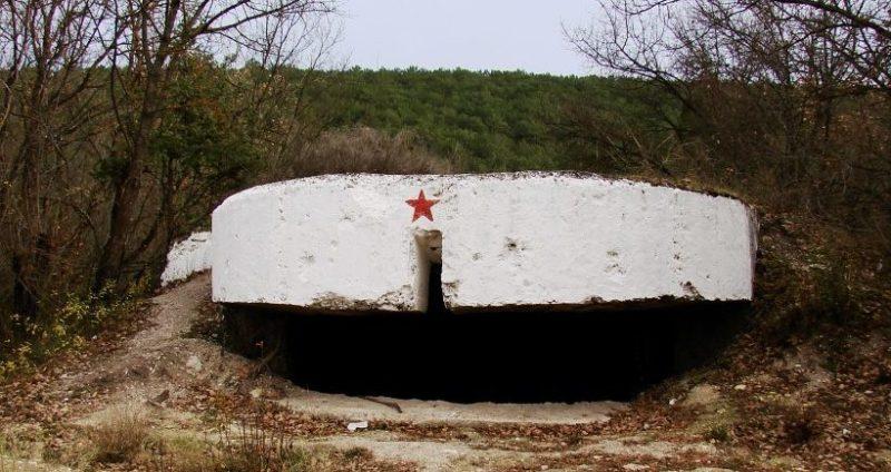 Артиллерийский ДОТ №69 у деревни Черноречье под орудие 100-мм Б-24ПЛ.