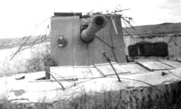 Орудие батареи, захваченной немцами.