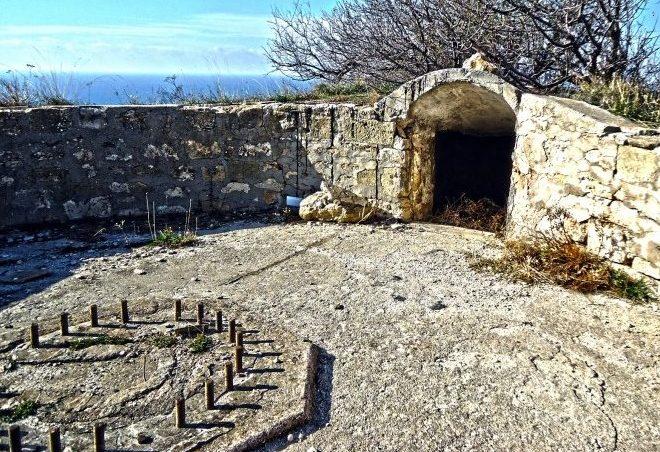 Остатки орудийного дворика.
