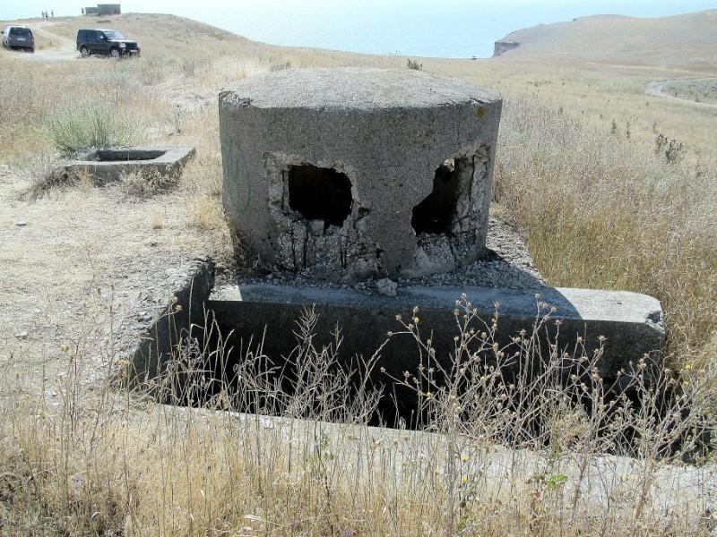 Огневые точки у входов в погреба.