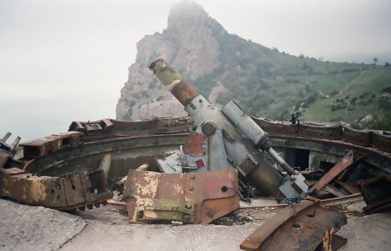 Порезка на металлолом орудий. 2002 г.