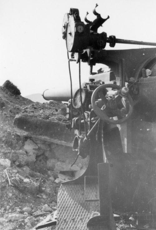 Взорванные орудия 31-й батареи.