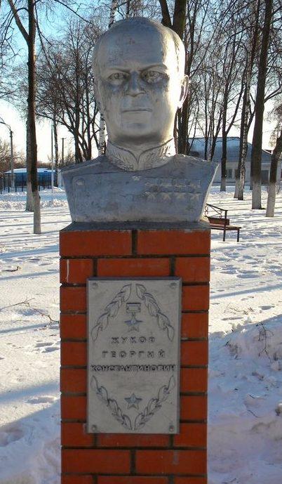 п. Пролетарский Ракитянского р-на. Памятник Жукову Г.К.
