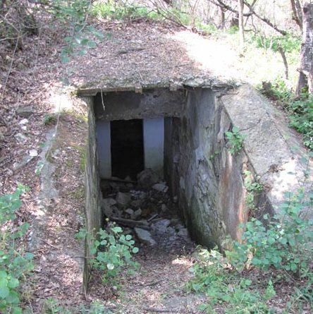 Орудийный погреб – снаружи и внутри.