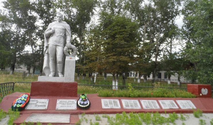 с. Жабское Ровеньского р-на. Памятник, установленный в честь односельчан, погибших в годы войны.