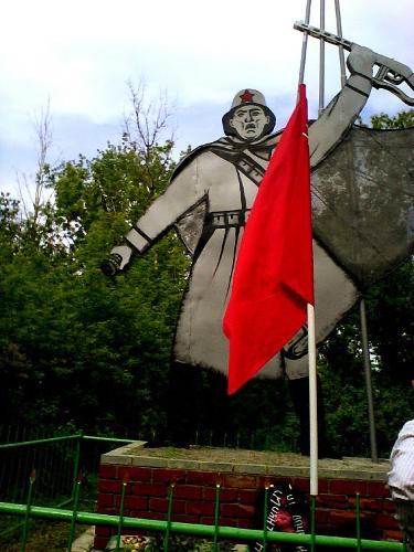 х. Крутой Ровеньского р-на. Памятник погибшим односельчанам в годы Великой Отечественной войны.