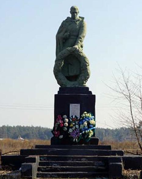 с. Новая Таволжанка Шебекинского городского округа. Памятник по улице Колхозной, установленный на братской могиле, в которой похоронено 10 советских воинов, погибших в годы войны.