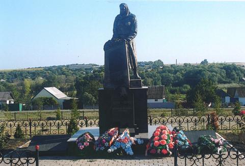 с. Ржевка Ровеньского р-на. Памятник, установленный в 1958 году на братской могиле советских воинов, погибших в годы войны.