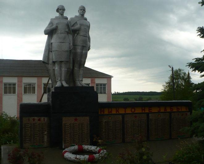 с. Свистовка Ровеньского р-на. Памятник по улице Центральной, установленный на братской могиле советских воинов, погибших в 1943 году.