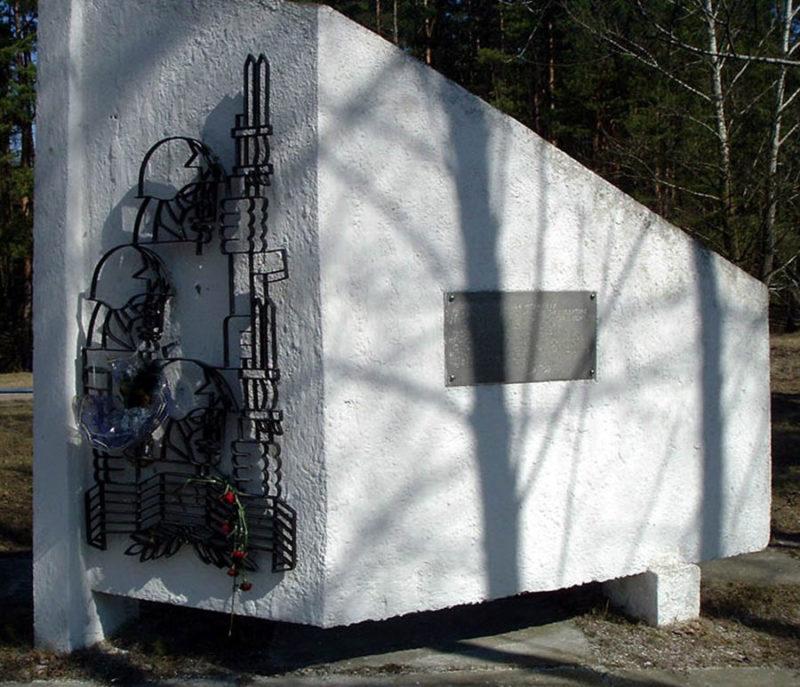 Памятник-стела.