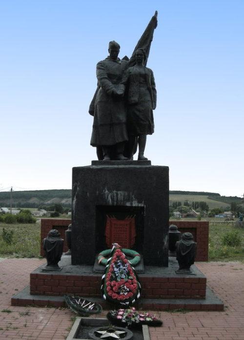 с. Сурково Шебекинского городского округа. Памятник по улице Пушкина, установленный на братской могиле, в которой похоронено 25 советских воинов, погибших в 1943 году.